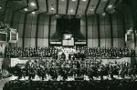 Vollbesetztes Podium zur 8. Mahler mit Bernhard Klee, den Düsseldorfer Symphonikern, dem Philharmonia Chorus London und dem Musikverein im Jahre 1979
