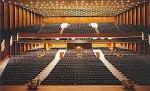 Innenraum von Dresdens Kulturpalast zum Zeitpunkt der Konzerttournee durch die DDR im Mai 1989.