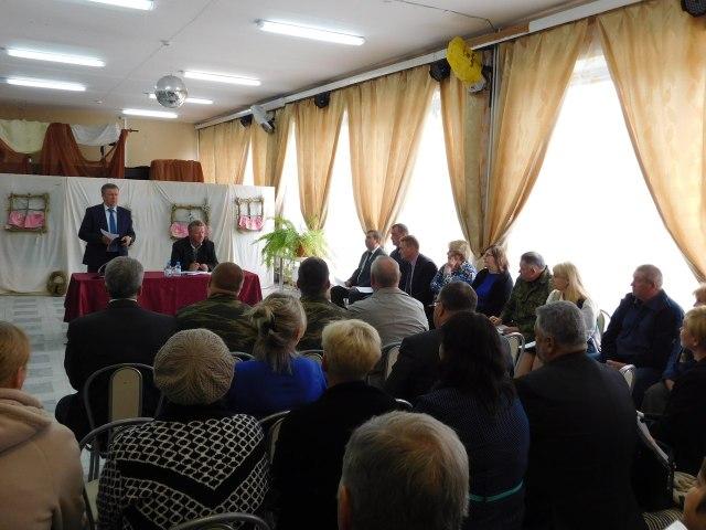 Встреча губернатора с жителями Олонецкого района. Фото: mustoi.ru