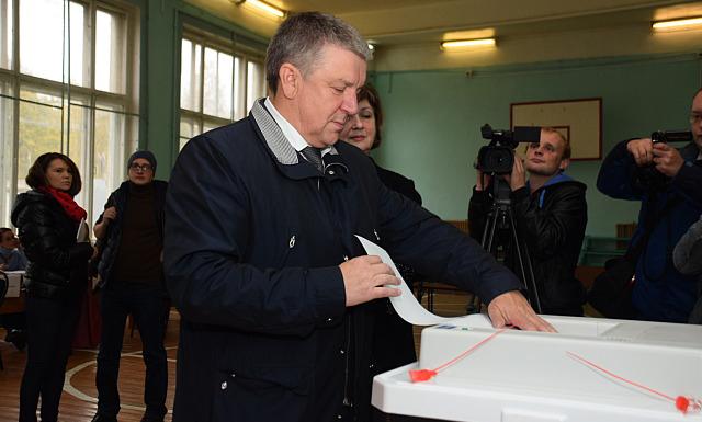 Глава Карелии Александр Худилайнен на избирательном участке. Фото: gov.karelia.ru