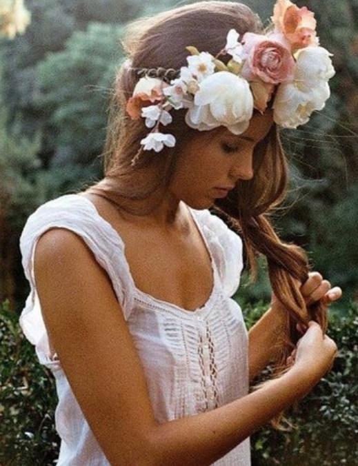 Coronas de flores para novias romanticonas.