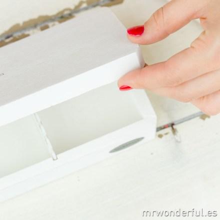 mrwonderful_007710-12_caja-madera-lavada-blanco-te-23