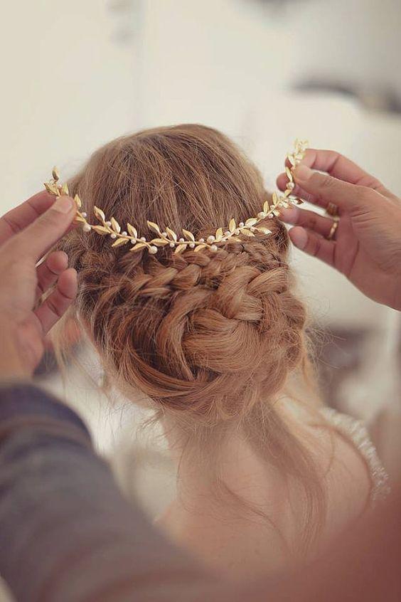 Tocados para novias e invitadas que te irán al pelo en estas fechas