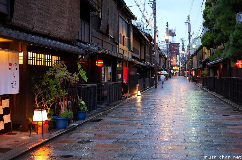 How To Get Old Iphone Wallpapers Back Simply Beautiful Japanese Scenes Rainy Night In Gion Kyoto