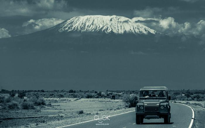 African Screens 40 – Kilimanjaro Landrover