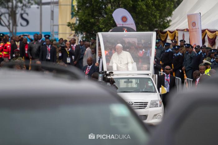 Papal_Mass_Pope_in_Kenya_Mwangi_Kirubi-23