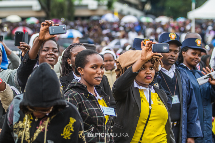 Papal_Mass_Pope_in_Kenya_Mwangi_Kirubi-28