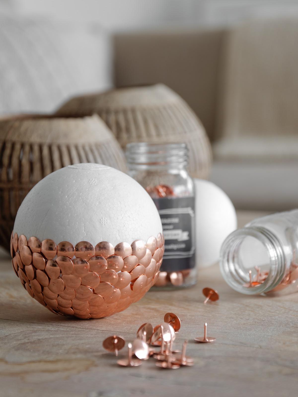 diy diy wie du eine faden lampe perfekt rund hinbekommst. Black Bedroom Furniture Sets. Home Design Ideas
