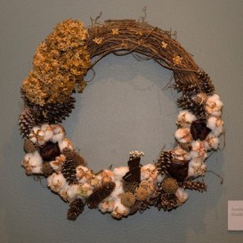 PHOTO: Wreath of grapevine, cotton bolls, and hydrangea.