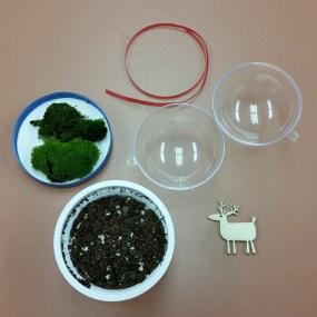 PHOTO: Moss globe ornament supplies.
