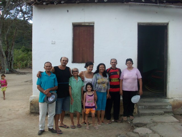 Lembrando Belo Jardim - Familia de Tia Luiza e Sr José Matias na Casa que Ficava no Sitio de D.Toinha ( Fonte: Eng. José André)
