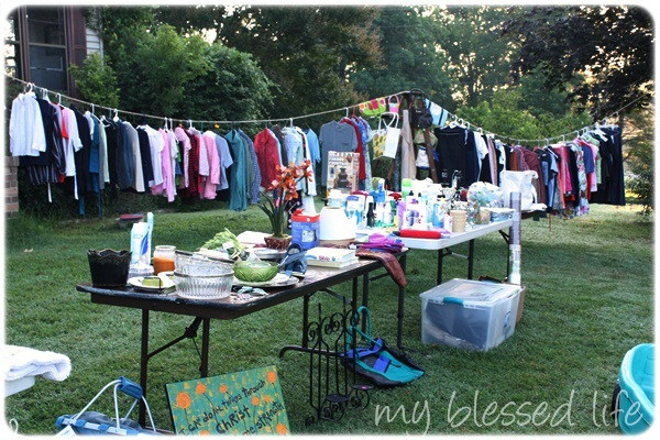 10 Yard Sale Tips {How To Have An Amazing Yard Sale!}