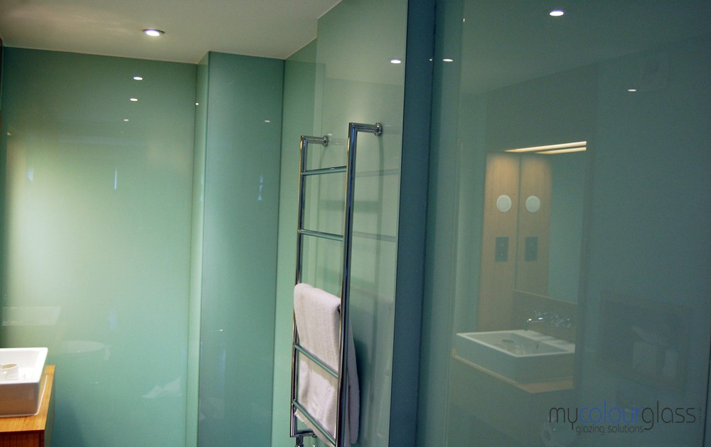Bathroom glass splashbacks