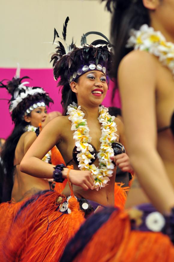 girls-dancing-tahiti-2
