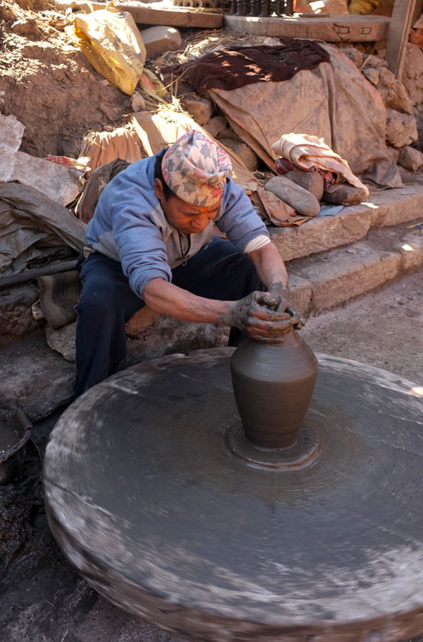 potter-at-pottery-square-bhaktapur
