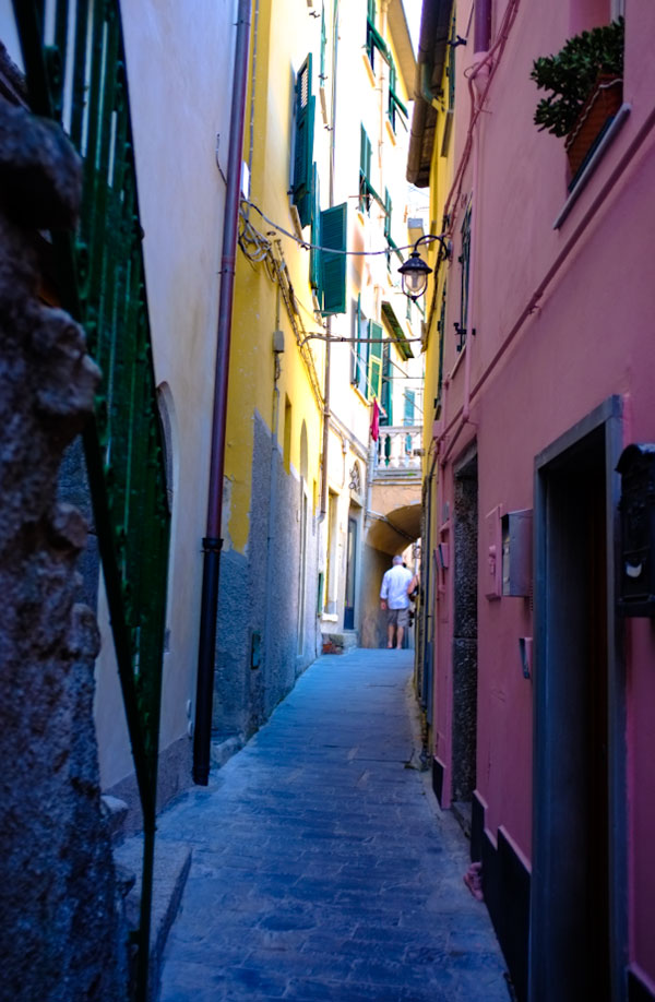 riomaggiore-alley-way