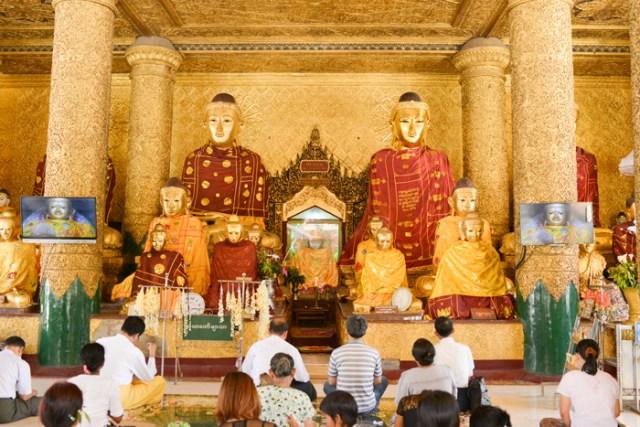 worship-at-pagoda-