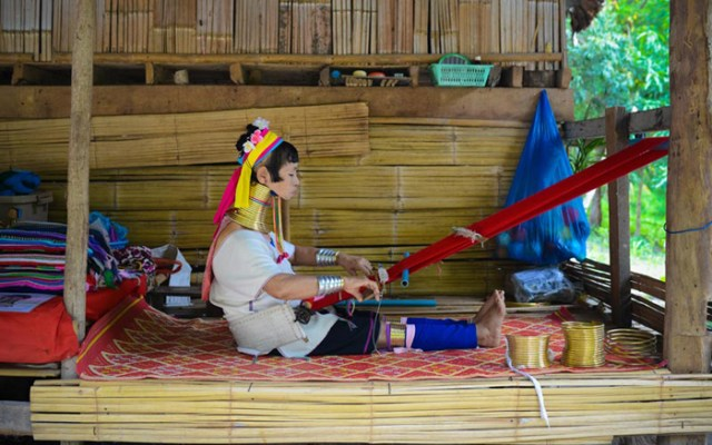 thailand-hilltribe-holidays-karen-long-neck