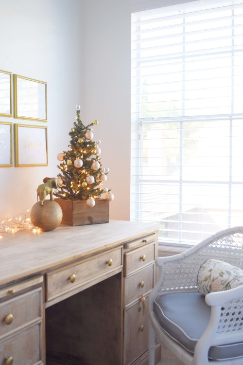 a-tabletop-chrismtas-tree-for-the-bedroom-mydearirene-com