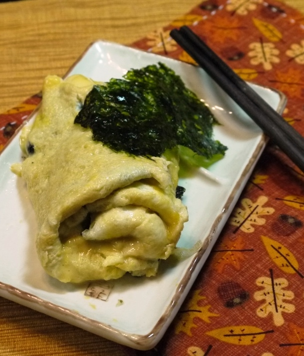 Japanese egg roll with seaweed and cheese