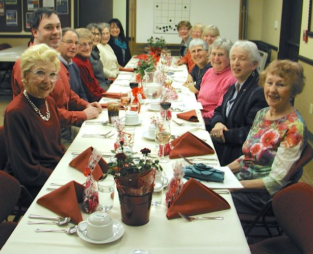 Volunteers enjoyed dinner, courtesy of Fairwinds Brighton Court.