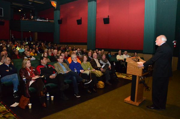 Mayor Dave Earling delivered his 2014 State of the City address to more than 200 citizens, business owners, and community leaders on Thursday.