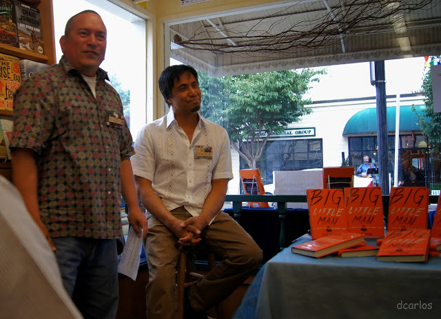 Edmonds Bookshop's David Brewster introduces Pulitzer Prize-winner Alex Tizon to an overflow crowd gathered for his book signing Thursday night. (Photos by David Carlos)