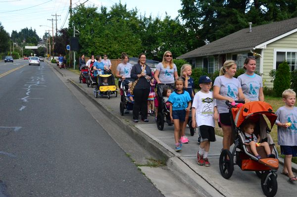 The participants head down Caspers Street to Sunset Avenue.  The course followed Caspers  to Sunset, and then south through the Marina to Marina Beach Park, where it turned around and retraced the course back to Edmonds United Methodist Church.