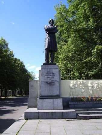 Резные памятники Ярославль памятники на могилу каталог тверь