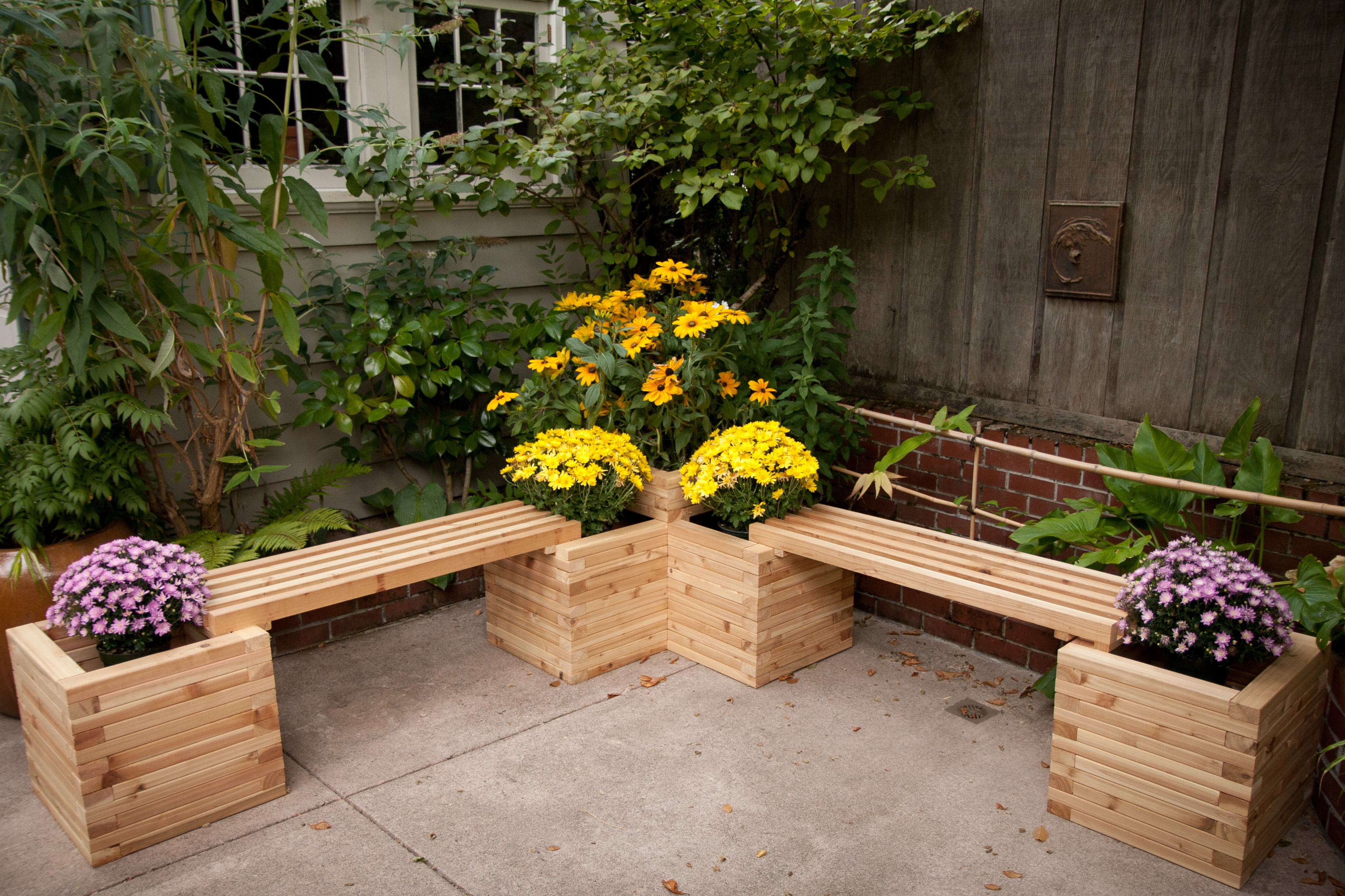 Bank Aus Holz Diy Corner Planters Perfect For Small Gardens