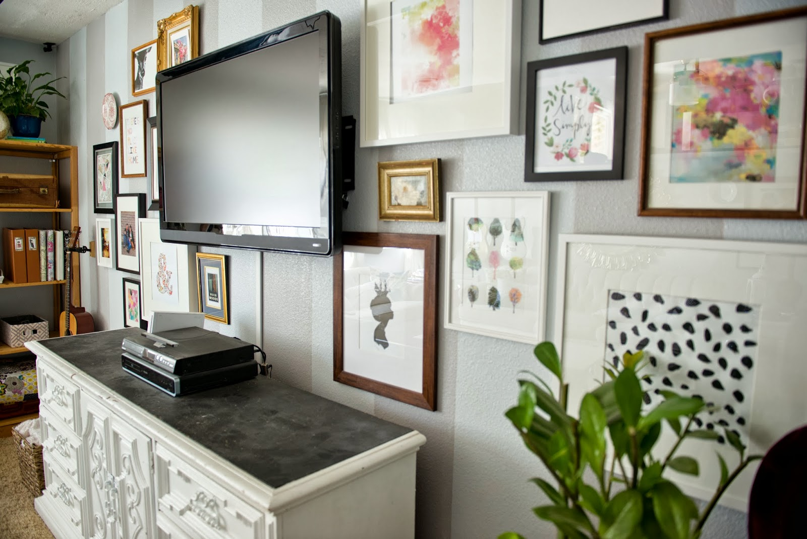Decorating Ideas Around Tv On Wall Decor Around Tv Helpful Tips To Make A Statement In Your
