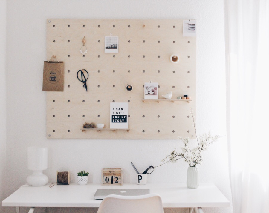Stehelampe These Awesome Pegboard Desks Are The Best Organization