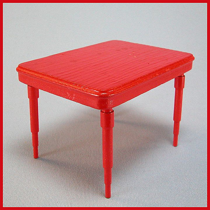 Red kitchen table Photo