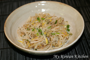 Seasoned Green Bean Sprouts (Sukju Namul Muchim in Korean)3