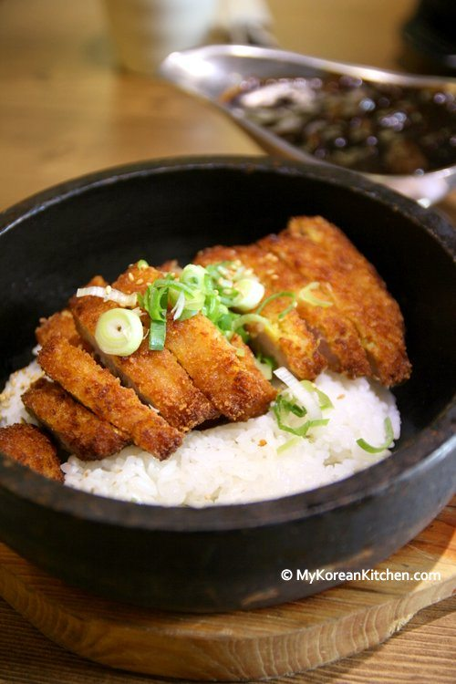 Dolsot Jjajang Tonkatsu (Pork cutlet with black bean sauce served in a hot stone pot) | My Korean Kitchen