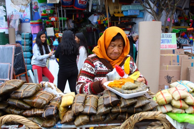 Tamalles-Verkäuferin, vor dem Mercado Central, Lima