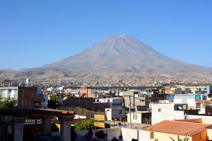 Vulkan Misti vom Aussichtspunkt Yanahuara, Arequipa 2016