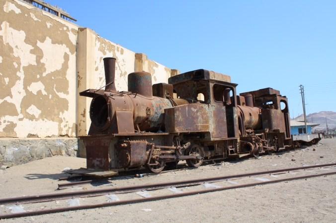 Rostende Lokomotive in Puerto Chicama, Peru