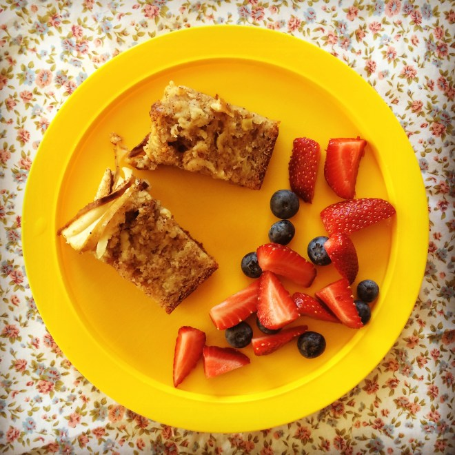 apple, cinnamon & hazelnut loaf