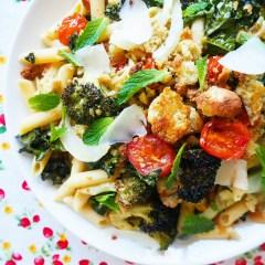 kale, broccoli & cherry tomato penne with crispy garlicky breadcrumbs