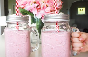 raspberry and banana breakfast smoothies