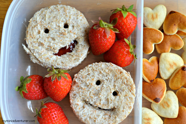 Back to School Lunch: Smiley Face PB&J!