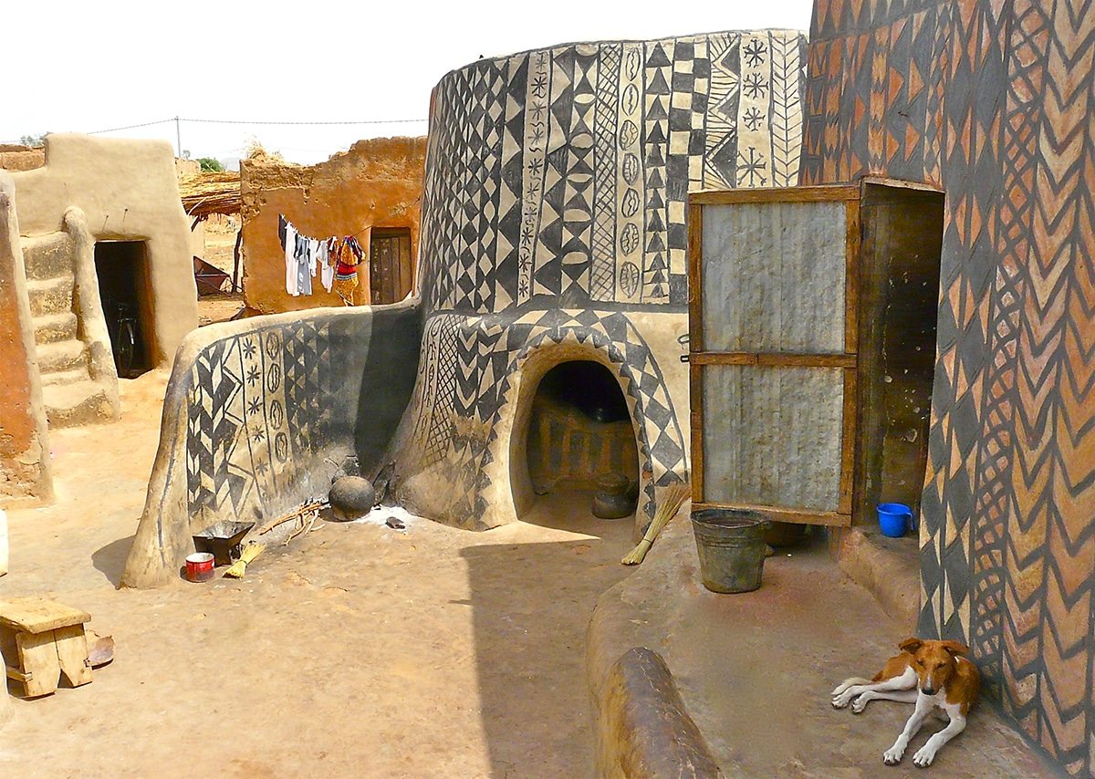 Burkina Home Decor Photos Document The Decorated Clay Houses Of A Royal