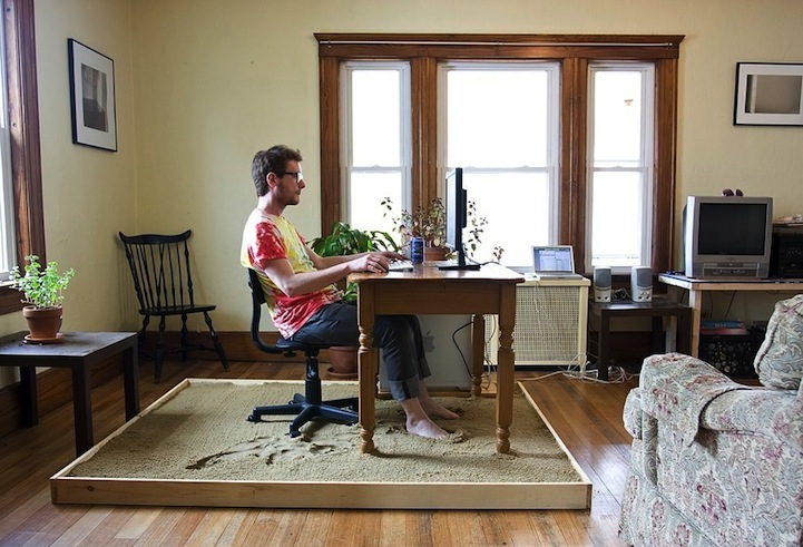 Artist Brings Relaxing Sandy Beach Into His Home Office