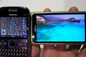 Gallery: Nokia N900 vs Nokia E7 – Just how much better is CBD AMOLED over TFT LCD?