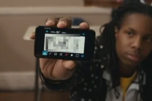 Nokia N900 seen in Seeking Justice (oh no, Nicky Cage :()