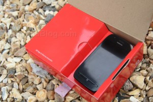 (Video and Gallery) Nokia Lumia 710 Unboxing
