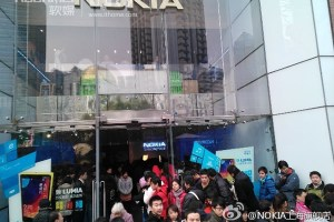 Massive queues for Nokia Lumia 920 in China