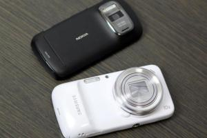 Nokia 808 PureView vs S4 Zoom.
