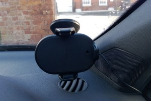 Accessories: Nokia CR-200 Wireless Car Charger/Holder/Mount